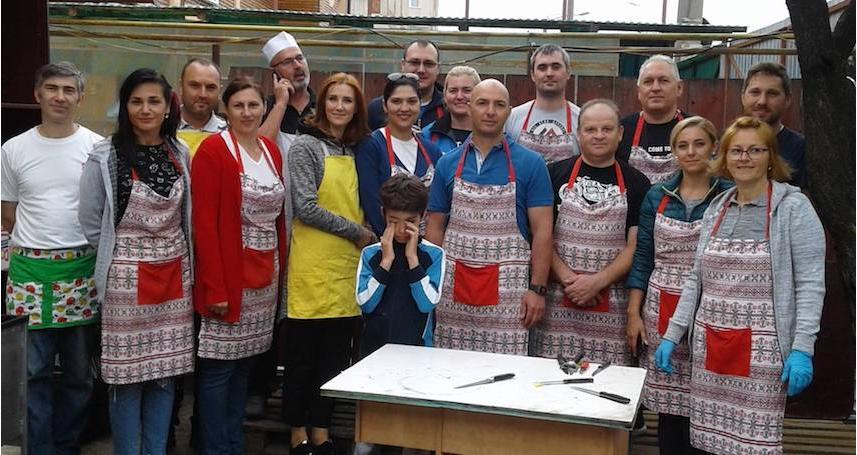 Masa Saracilor Cluj-Napoca si Floresti a gazduit azi doua echipe minunate de voluntari